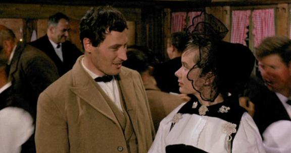 Resli (Peter Arens) und Anne-Mareili (Elisabeth Berger)