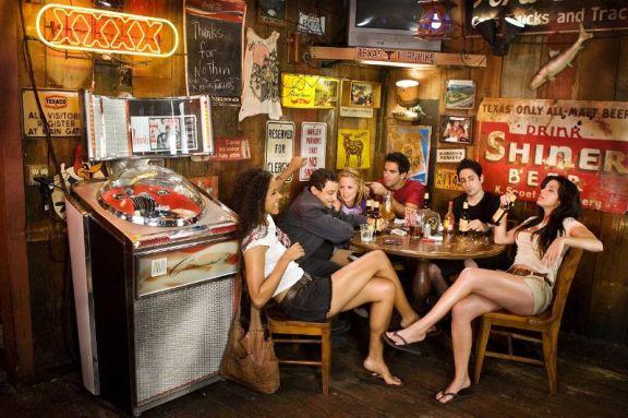 In Warren's Bar geht die Post ab